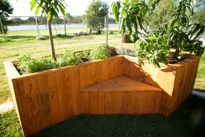 planter box with built in seat 2